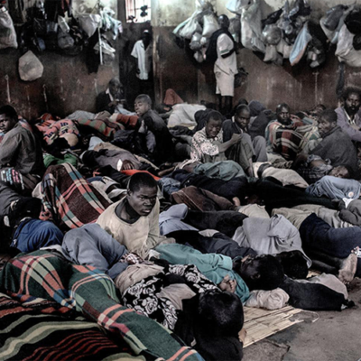 Image of crowded prison in Malawi by Luca Sola
